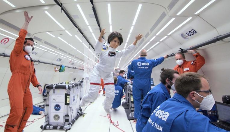 Barbie: un volo a gravità zero per la Settimana mondiale dello spazio